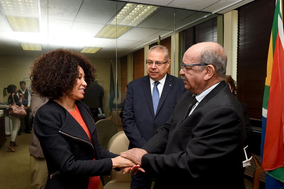 وزير خارجية الجزائر عبد القادر مساهل ووزيرة خارجية جنوب إفريقيا لندوي سيسولو