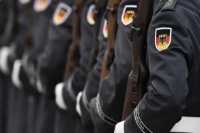 جنود ألمان خلال حفل ترحيب في وزارة الدفاع في برلين بتاريخ 27 نوفمبر 2015