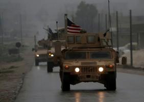 صورة التُقطت في 30 كانون الأول/ديسمبر 2018 تظهر فيها آليات عسكرية أميركية في منبج في شمال سوريا
