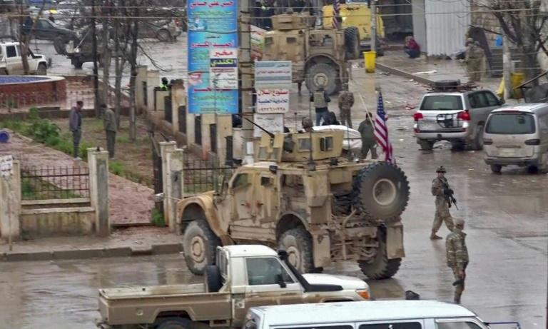 لقطة من فيديو تظهر انتشار جنود أميركيين في موقع الهجوم في منبج في 16 يناير 2019