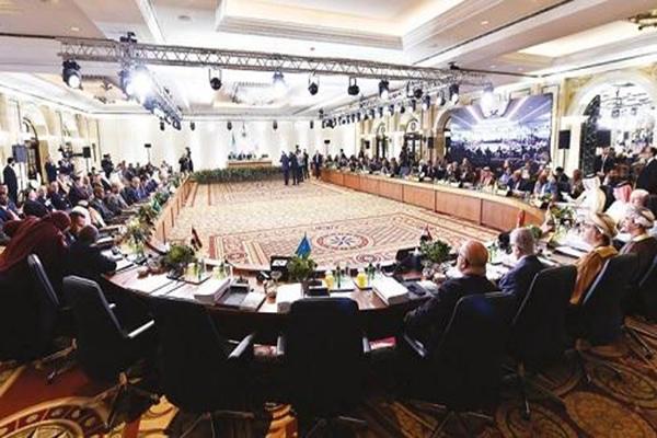 جانب من القمة الاقتصادية العربية التي عقدت أمس في بيروت