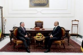 الرئيس صالح والملك عبدالله الثاني خلال اجتماعهما في بغداد اليوم