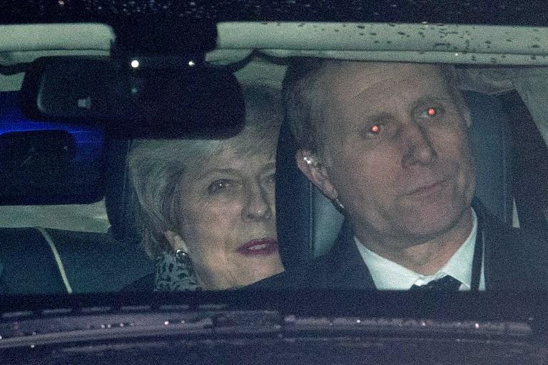 ماي خلال ذهابها لحضور جلسة مجلس العموم البريطاني اليوم الاربعاء
