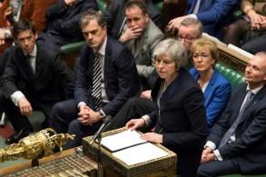 رئيسة الوزراء البريطانية تيريزا ماي متحدثة أمام النواب، في صورة نشرها البرلمان البريطاني في لندن أمس 15 يناير 2019
