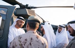محمد بن زايد يدشن منظومة التسليح المتكاملة التي طورتها دولة الامارات في طائرة بلاك هوك الهجومية