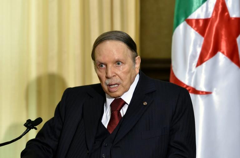 صورة من الارشيف للرئيس بوتفليقة التقطت في 10 ابريل 2016 في العاصمة الجزائرية