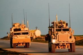 آليات أميركية على طريق قرب بلدة تل بيدر في ريف محافظة الحسكة في 21 ديسمبر 2018