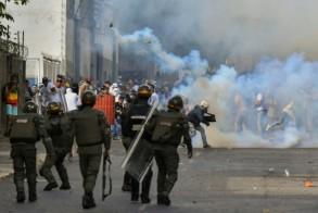 صدامات بين الشرطة ومتظاهرين معارضين في كراكاس في 23 يناير 2019