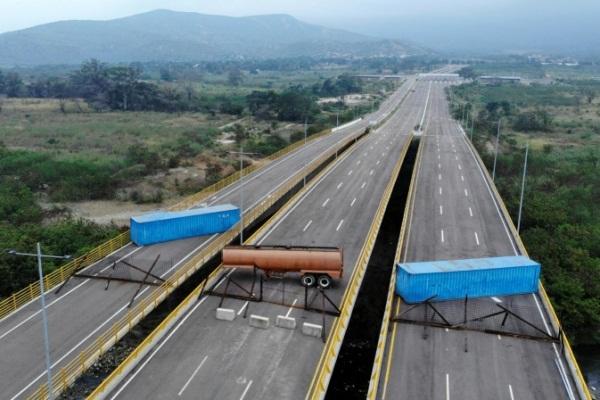 صورة التقطت من الجو لجسر تيانديداس الذي عطل الجيش الفنزويلي العبور منه التقطت في 6 فبراير 2019