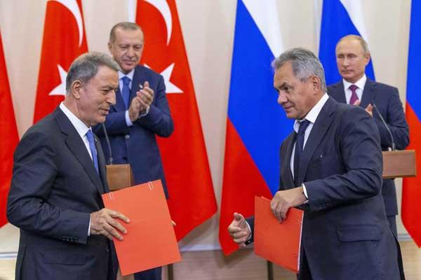 وزراء دفاع روسيا وتركيا يوقعون على اتفاق إدلب الذي تم خرقه لاحقًا