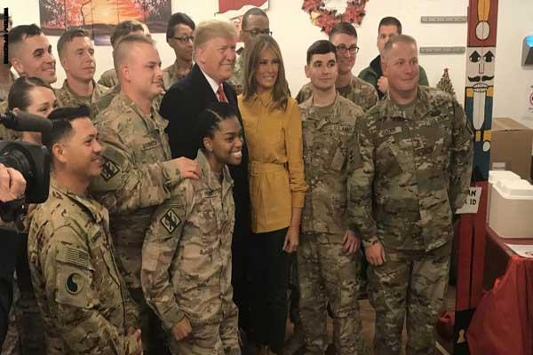 ترمب وميلانيا مع الجنود الأميركيين في غرب العراق