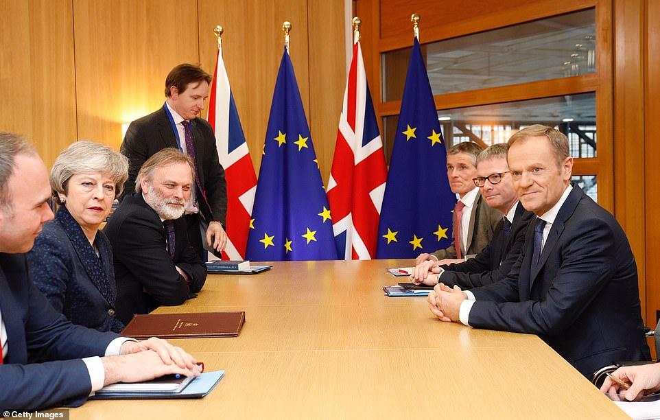 ماي تتعهّد بتنفيذ خروج بلادها من الاتحاد الأوروبي في الموعد المحدد