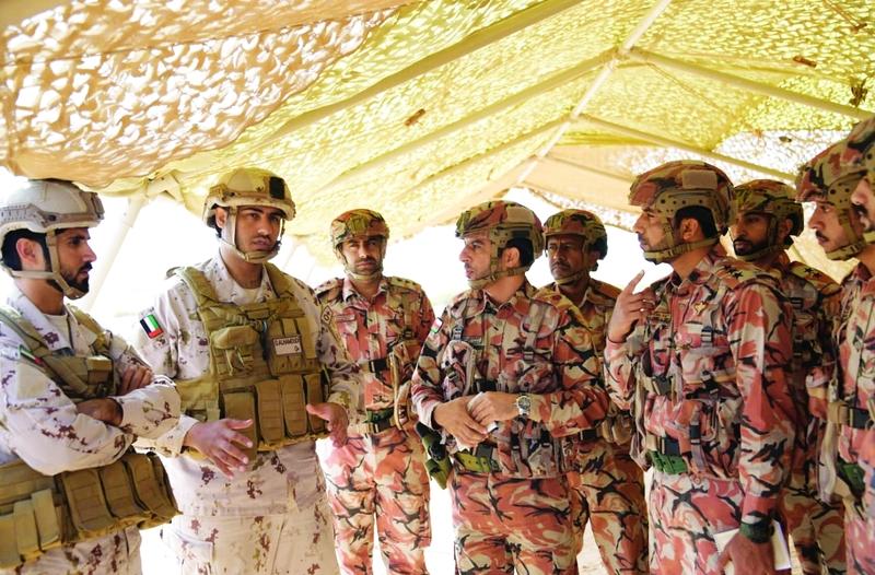 عناصر من الجيش الإماراتي وجيش سلطنة عمان