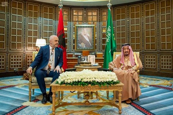 العاهل السعودي وورئيس وزراء ألبانيا خلال جلسة المباحثات