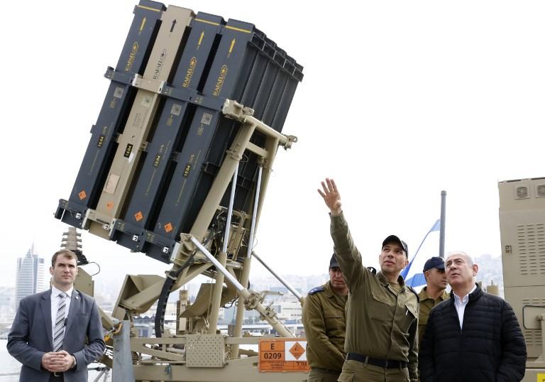 نتانياهو خلال جولته في قاعدة عسكرية بحرية