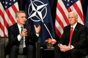 نائب الرئيس الأميركي مايك بنس (يمين) وأمين عام حلف الأطلسي ينس ستولتنبرغ خلال مؤتمر ميونخ للأمن بتاريخ 16 فبراير 2019