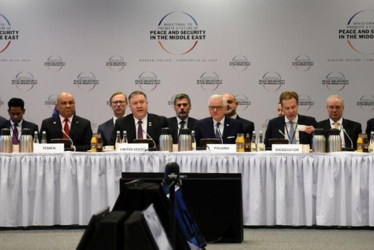 رئيس الوزراء الاسرائيلي بنيامين نتانياهو (من اليسار) ووزراء الخارجية اليمني خالد اليماني والاميركي مايك بومبيو والبولندي ياسيك تشابوتوفيتش خلال مؤتمر وارسو