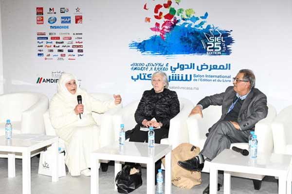 في الصورة من اليمين إلى اليسار: محمد المدلاوي المنبهي، نجاة المريني، وعصمت دندش، أرملة الراحل محمد بن شريفة