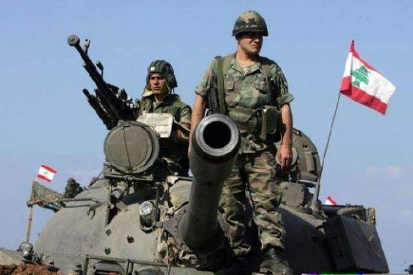 عنصران من الجيش اللبناني