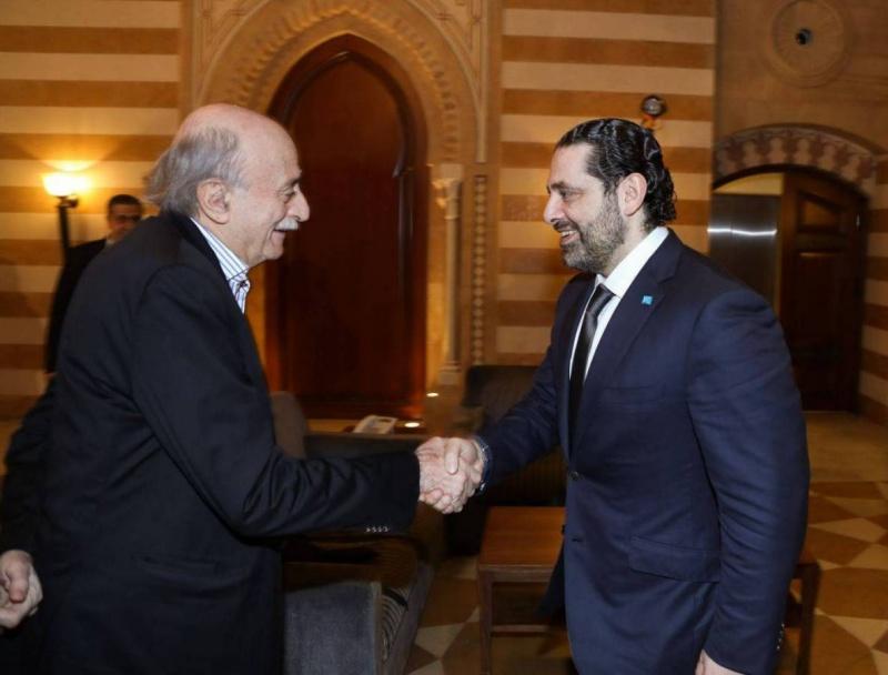 مساعٍ في لبنان لايجاد توافق بين الحريري وجنبلاط