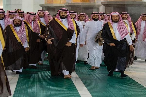 الأمير محمد بن سلمان خلال اطلاعه على مشروع توسعة الحرم المكي