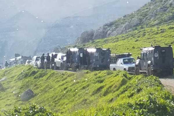 قوات أمن تتوجه إلى مكان التفجير