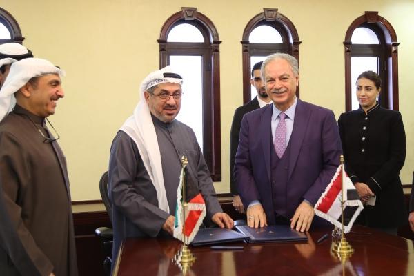 الهيتي والغانم عقب توقيع اتفاق المنحة الكويتية للعراق