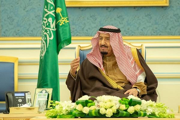 الملك سلمان بن عبد العزيز خلال استقباله كبار المسؤولين في الجهات الرقابية