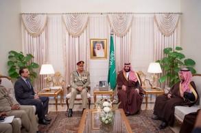 الأمير محمد بن سلمان يجتمع مع قائد الجيش الباكستاني