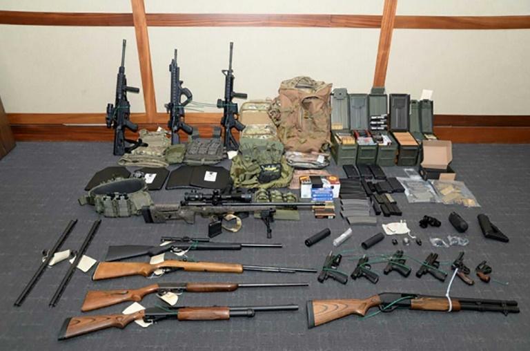 صورة وزعتها السلطات القضائية الأميركية في 20 فبراير 2019 تظهر أسلحة تم ضبطها في منزل كريستوفر بول هاسون