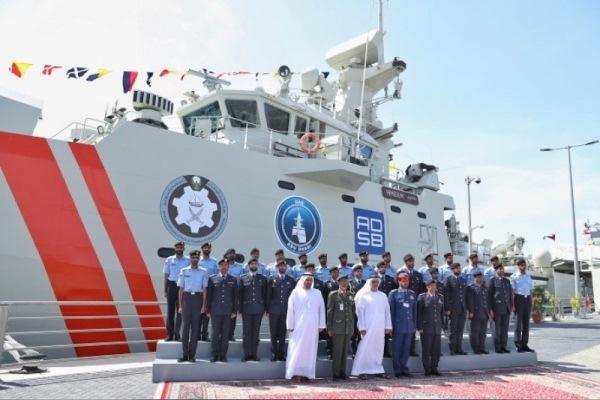 """وزير الداخلية الإماراتي يدشن زورق القيادة """"حميم"""" 680708e9e5c809034fad5f08cba52895"""