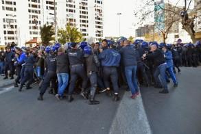 صدامات بين الشرطة الجزائرية ومتظاهرين
