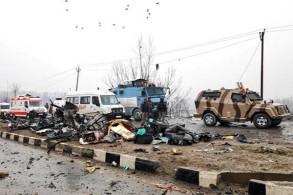 من آثار تفجير يوم الخميس الماضي في كشمير