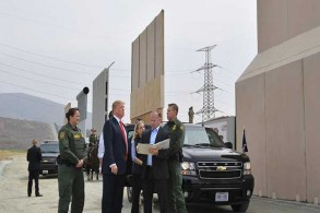 ترمب في جولة تفقدية إلى الحدود مع المكسيك