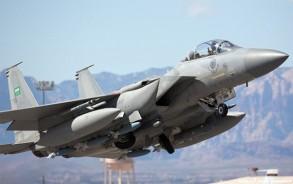 طائرة تابعة للتحالف العربي في اليمن في طريقها لتنفيذ غارة على متمردي الحوثي