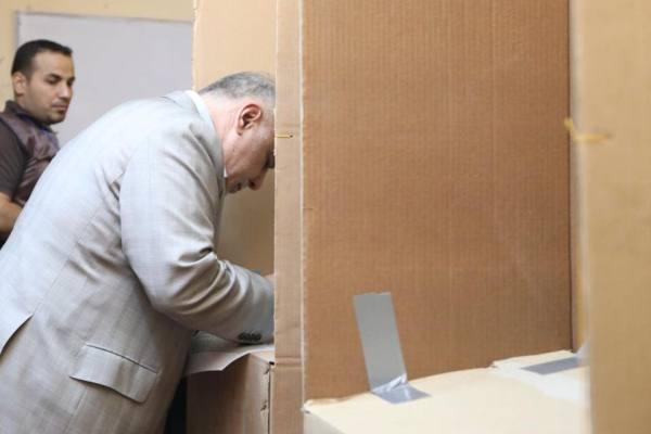 العبادي يدلي بصوته في الانتخابات البرلمانية الاخيرة