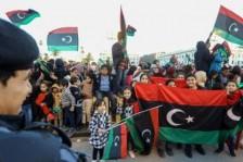 آلاف الليبيين يحتفلون بالذكرى الثامنة للثورة على نظام القذافي