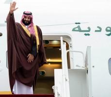 ولي العهد السعودي مودعا مضيّفيه الباكستانيين ويستعد لمحطته الثانية الهند