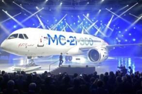 طائرة ام-سي21 في مصنع في ايركوتسك في روسيا