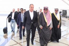 نائب وزير الخارجية الكويتي خالد الجارالله لدى استقباله وزير الخارجية الروسي - كونا