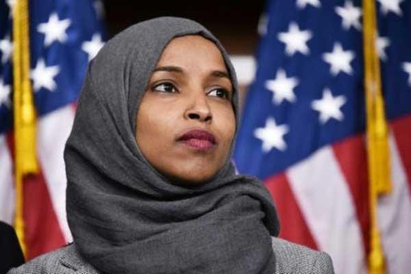 النائبة الديموقراطية إلهان عمر في الكونغرس بتاريخ 30 نوفمبر 2018