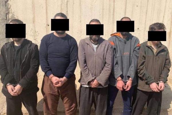 عدد من الدواعش الفرنسيين لدى مثولهم أمام هيئة التحقيق العراقية في قضايا الإرهاب