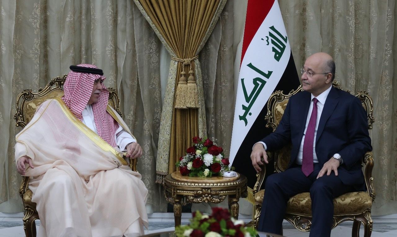الرئيس العراقي برهم صالح مستقبلا وزير التجارة والاستثمار السعودي ماجد القصبي