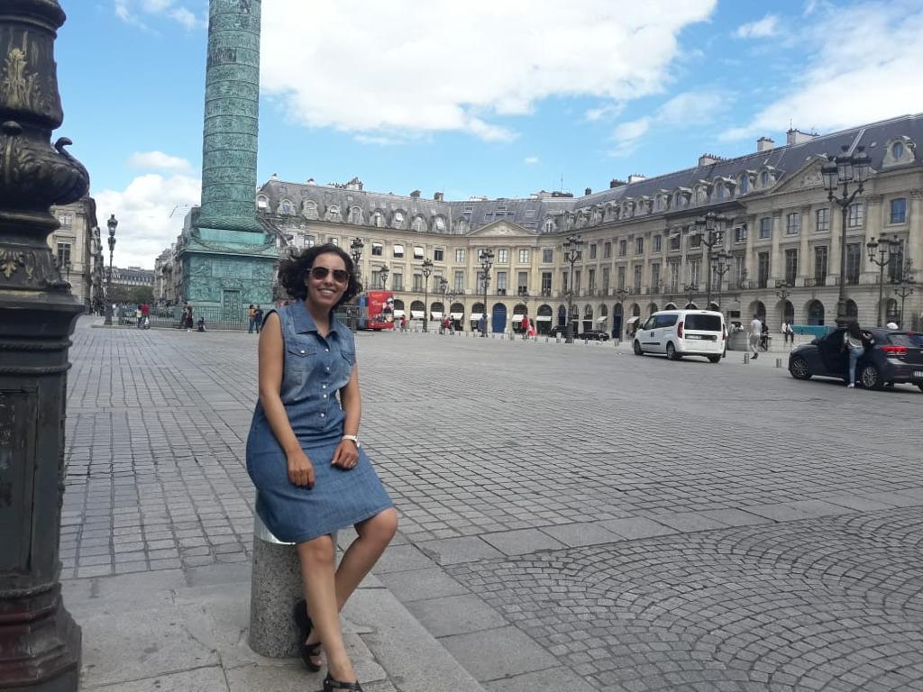 أمينة ماء العينين القيادية بحزب العدالة والتنمية في باريس