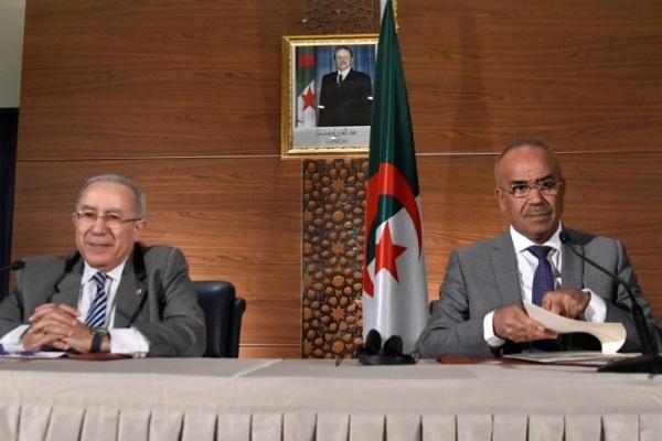 مؤتمر صحافي في الجزائر في 14 مارس 2019 لرئيس الوزراء نور الدين بدوي ونائبه رمطان لعمامرة