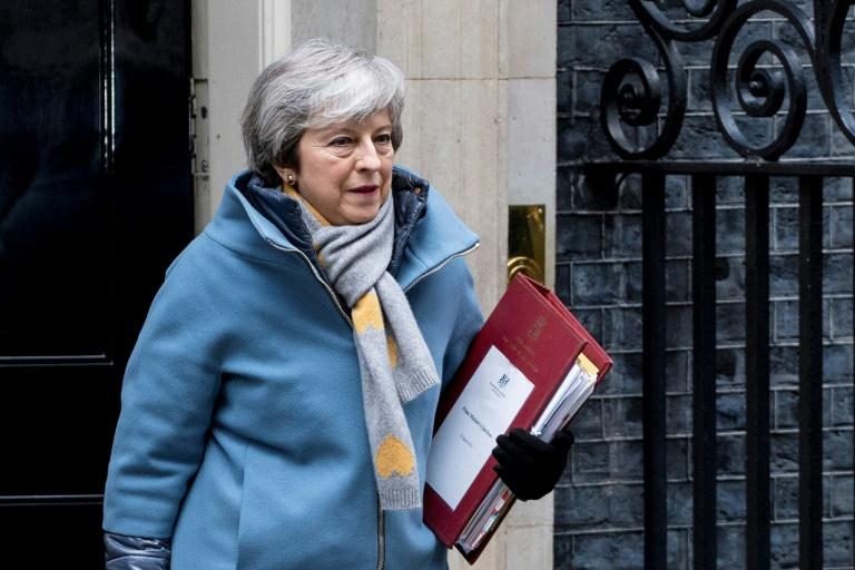رئيسة الحكومة البريطانية تيريزا ماي لدى مغادرتها مقرها في وسط لندن الأربعاء 13 آذار/مارس 2019