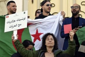 تونسيون يتظاهرون دعما لحراك الشعب الجزائري