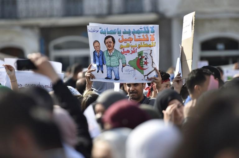 المحتجون مصممون على رحيل الرئيس