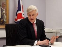 السفير البريطاني في عمان ادوارد أوكدن