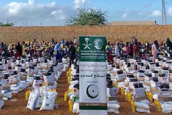 توزيع مركز الملك سلمان للاغاثة الغذاء في الصومال